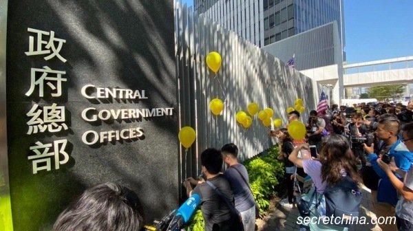 """数百人出席""""孩子不要催泪弹""""亲子集会及游行,要求警方停止使用催泪弹同时,促请政府公开催泪弹成份及清理社区。(图片来源:周秀文/看中国摄影)"""