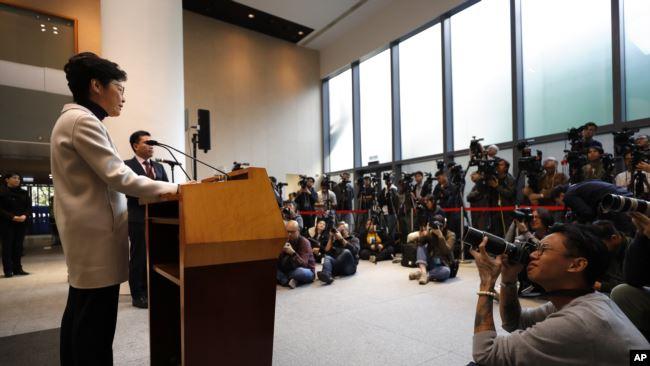 香港特首林郑月娥在立法会举行的记者会上讲话。(2019年12月3日)
