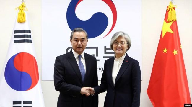 中国外长抵达首尔,开始四年多来的首次访问