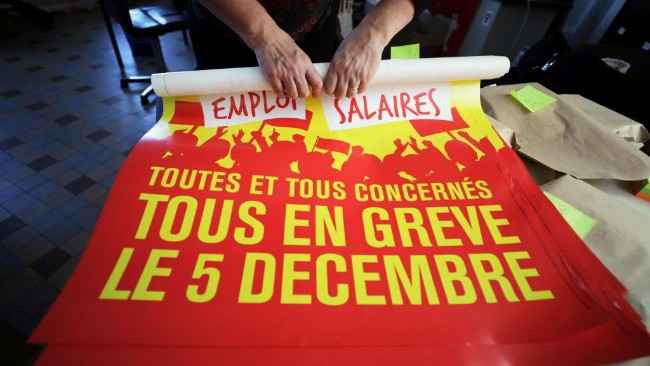 2019-12-03t142930z_1869923864_rc2qnd9zn05h_rtrmadp_3_france-protests-pensions_1.jpg