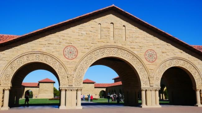 斯坦福大学:家庭年收入低于15万 免费入学