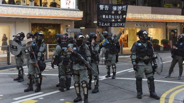 警察曾经警告会施放催泪弹,但最终没有行动。民阵批评警方的行为,指当时并没有冲突。