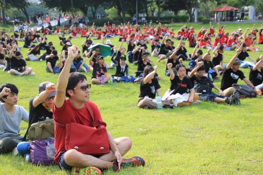 """""""反送中""""运动在台湾社会引发反响。8月11日,数百名台湾人在台北市中央艺文公园声援这场抗争。"""