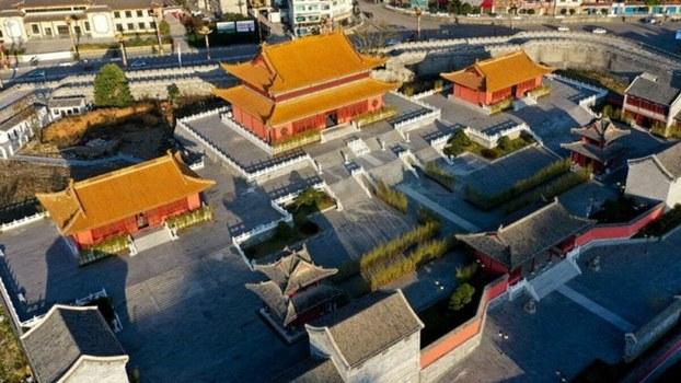 浮夸惯了!中国国家级贫困县巨资山寨紫禁城