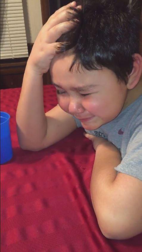 美9岁男童抗癌3年 吞下最后药丸落泪 感动万千网友