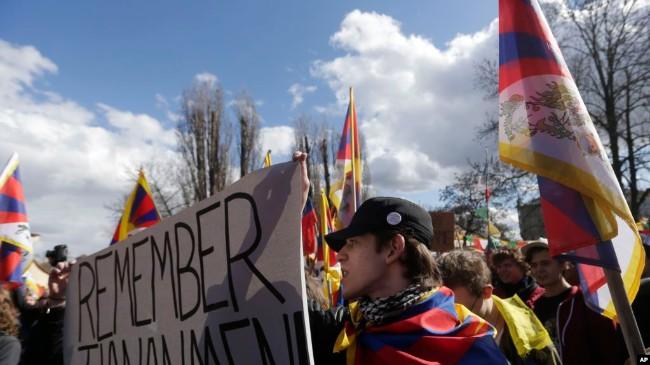 中国不可靠 布拉格市长回应挂西藏流亡政府旗