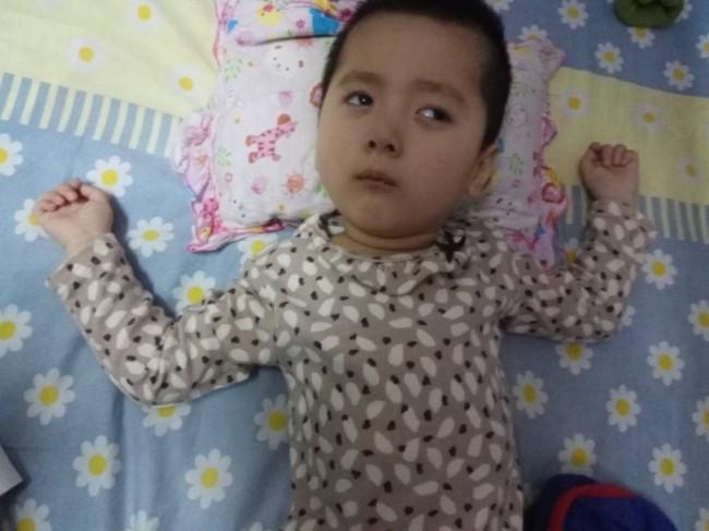 受尽病痛折磨 中国黑心疫苗受害女童含冤离世