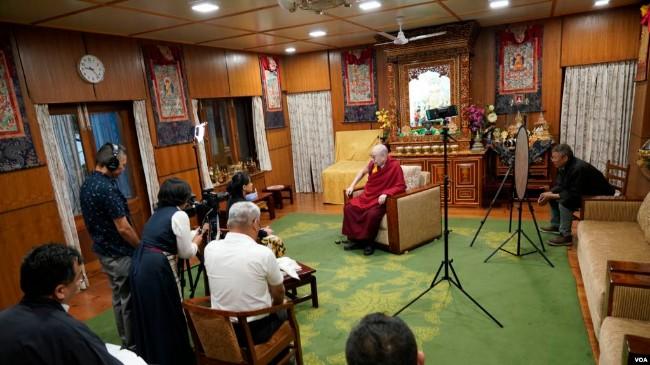达赖喇嘛:中共有枪炮 我们有真理
