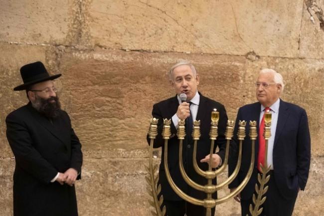 竞选造势遇火箭 以色列总理躲防空洞
