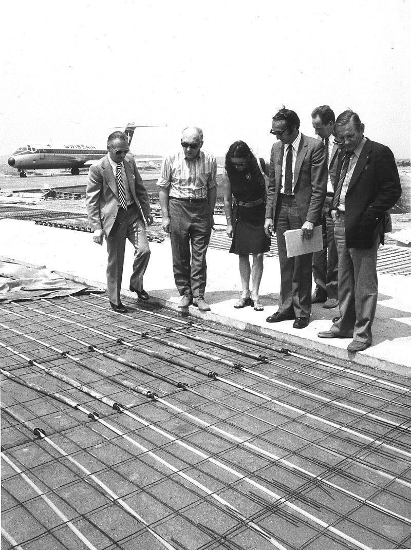 哈特曼(右),1972年担任苏黎世机场建设期间的顾问。