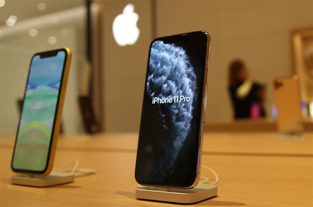 天�L���H�C券分析��郭明�Z�A期,2020年�O果�⒐�布5款新iPhone,包括4.7��LCD版、新款5.4�及妗⒋钆溽嶂秒p�R�^的6.1�及妗⑨嶂�3�w�R�^的6.1�及妗⒁约按钆溆�C�l光二�O�w的6.7�及妗�D��iPhone 11系列。(中央社�n案照片)