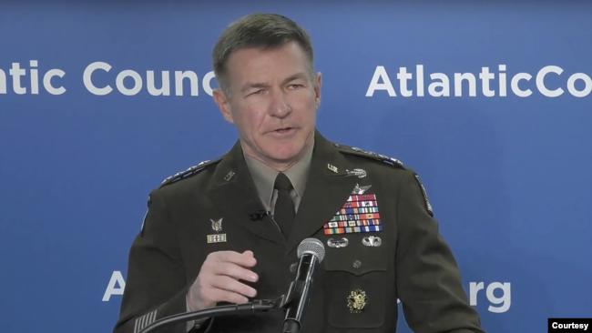 美国陆军参谋长麦康维尔上将(General James McConville)2020年1月14日在大西洋理事会讲话(大西洋理事会画面)