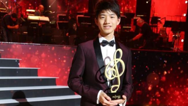 _110526214_paul_ji_award.jpg
