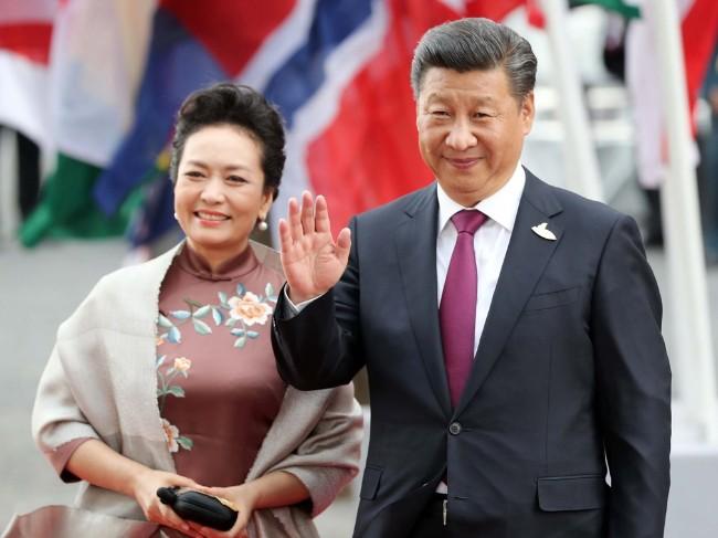 从贵族气质到师娘赞美 中国谄媚文化又流行?