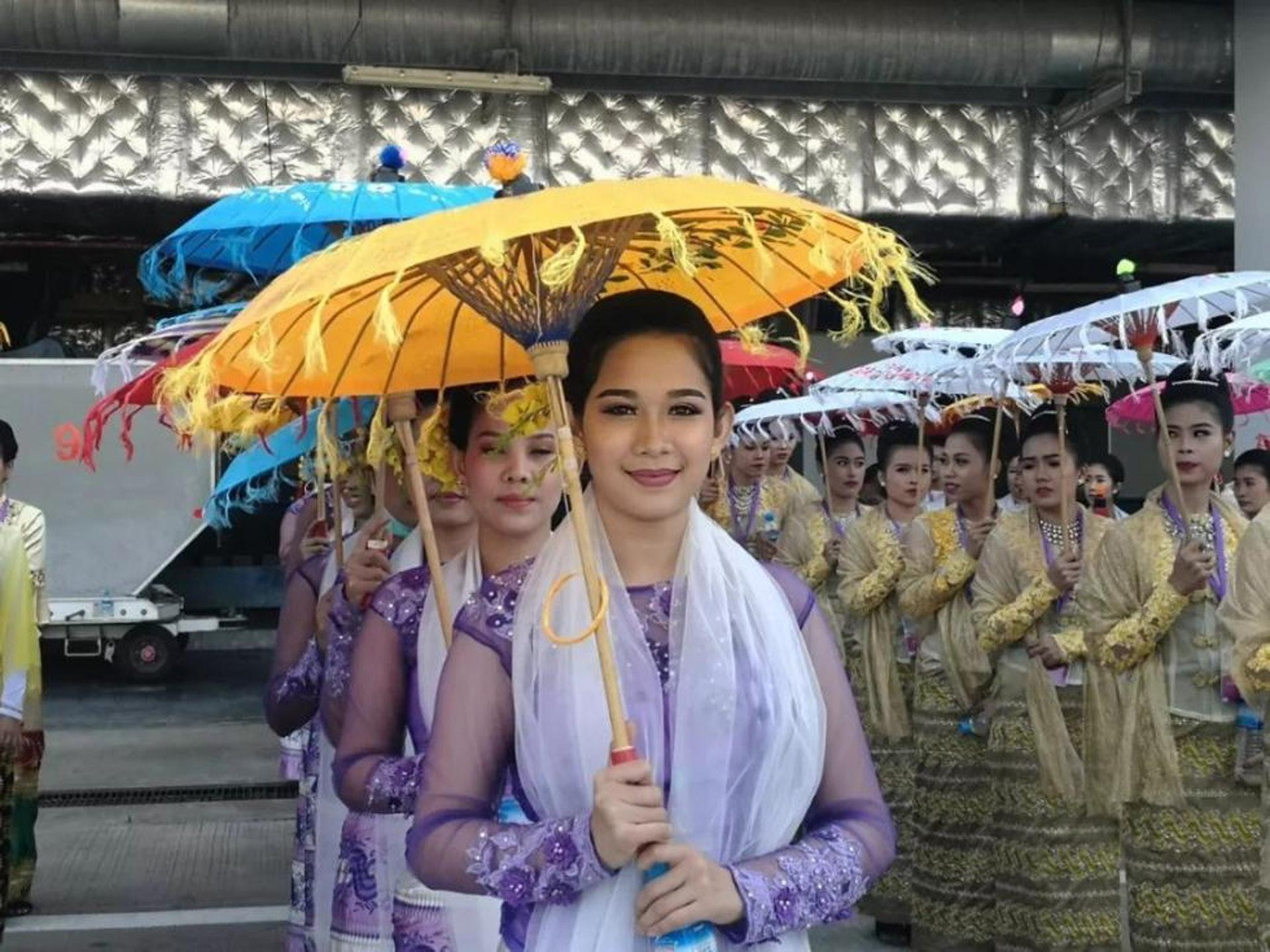 """""""习贵族""""访问缅甸  缅甸美女翩翩起舞(组图)"""