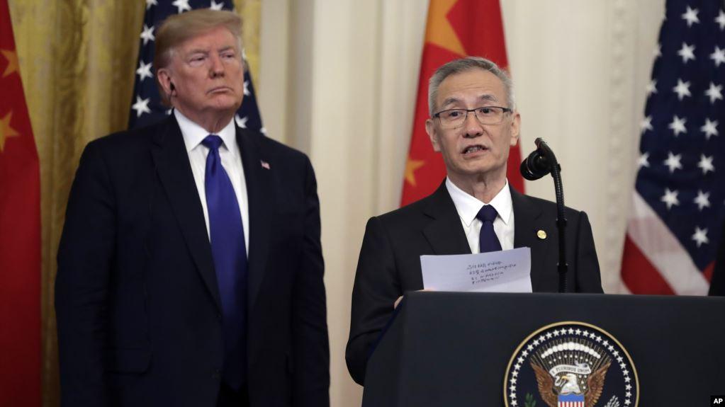 中国国务院副总理刘鹤在白宫签字仪式上讲话时宣读了中国国家主席习近平给美国总统特朗普的一封信。(2020年1月15日)