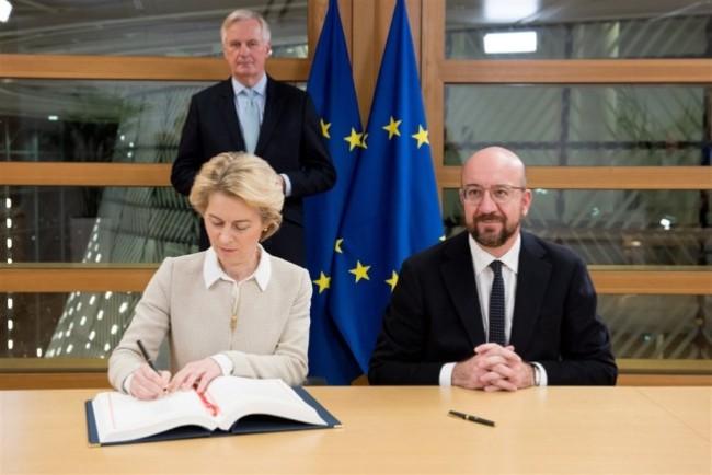 欧盟高官签了 英国脱欧协议将送欧洲议会批准