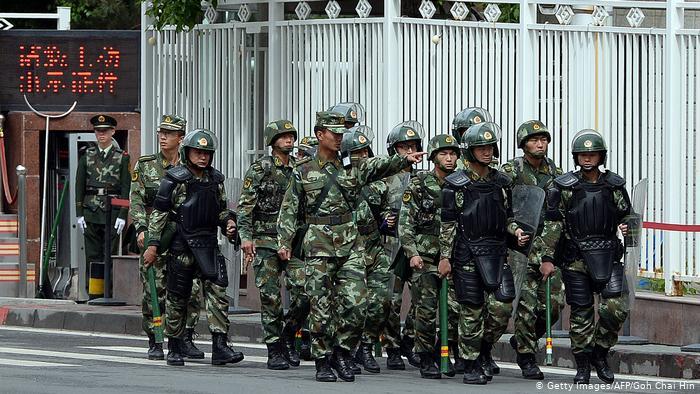 China Uiguren Polizei in Urumqi (Getty Images/AFP/Goh Chai Hin)