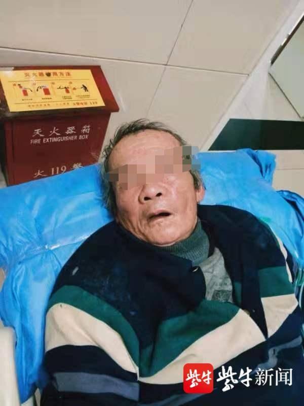 流浪汉倒街头 警方一查 离家36年他在上海有两房