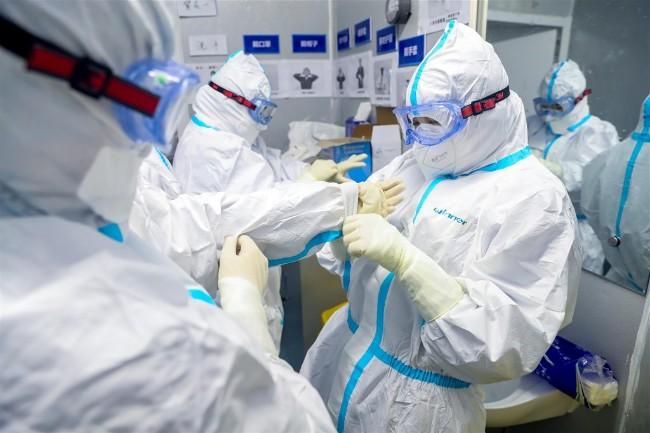 中国新冠肺炎新增病例再降 湖北以外仅11人