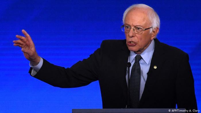 USA Buttigieg und Sanders bei TV-Debatte der US-Demokraten unter Beschuss (AFP/Timothy A. Clary)