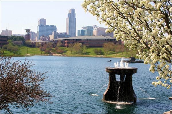 Heartland_of_America_Park_Omaha_Nebraska-600x400.jpg
